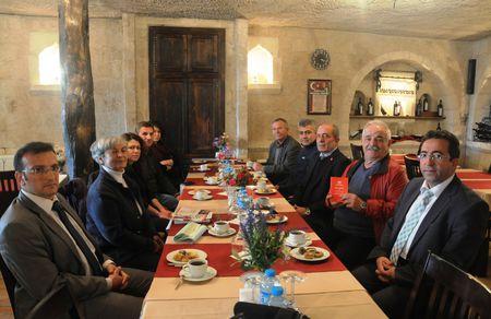Duayen rehber, otelci ve acentacı Bora Özkök Vatan Partisi' nde