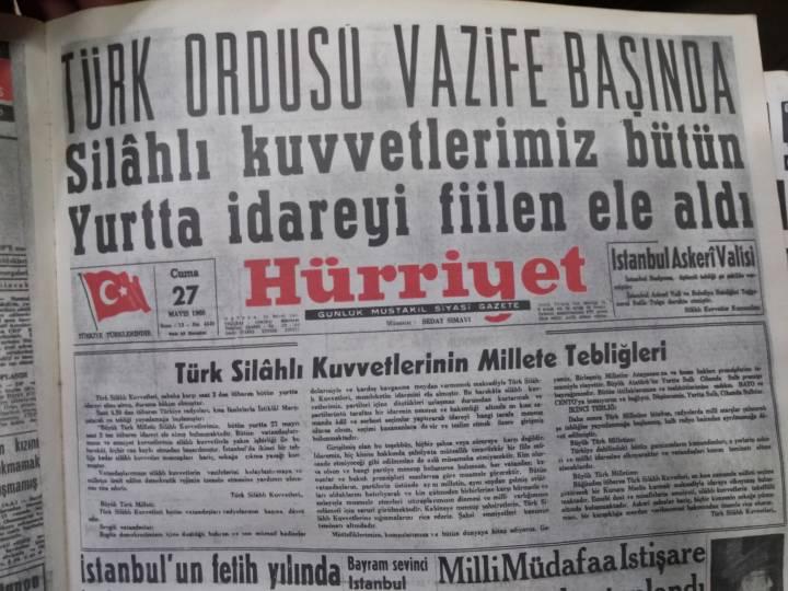 27 Mayıs 1960 yılında yükselen gençlik hareketiyle birleşen Türk Ordusu yönetime el koydu