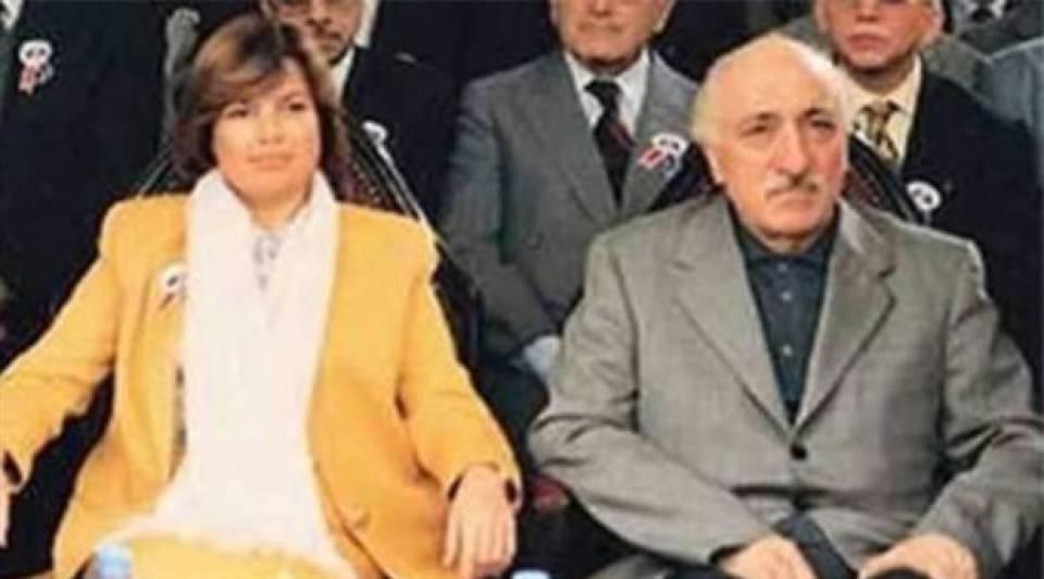 Fethullah Gülen her yerdeydi. Herkesle fotoğraf çektiriyor; toplantılar, paneller, açılışlar ve gazete manşetlerinde Fethullah Gülen'i görmediğimiz bir gün bile olmuyordu