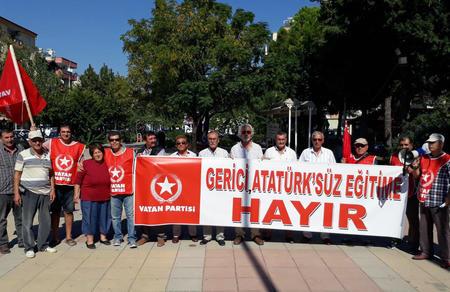 """""""Atatürk'süz gerici eğitime hayır"""""""