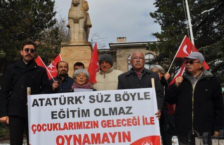 """""""Atatürk'süz eğitim olmaz, çocuklarımızın geleceği ile oynamayın"""""""