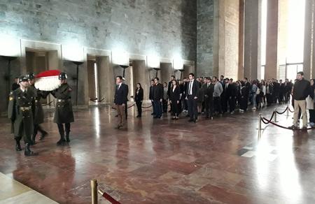 Dünya gençliği Atatürk'ün huzuruna çıktı