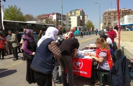 Ankara'da vatandaşlar Perinçek için imza atmaya devam ediyor