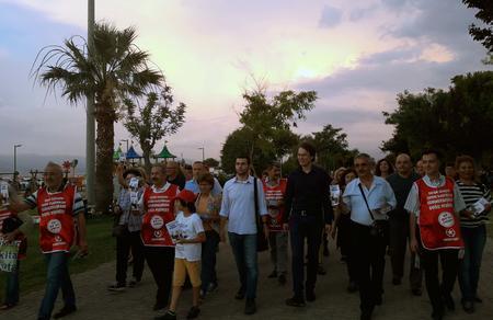 İzmir adaylarımız İnciraltı'nda İzmir halkı ile bayramlaştı