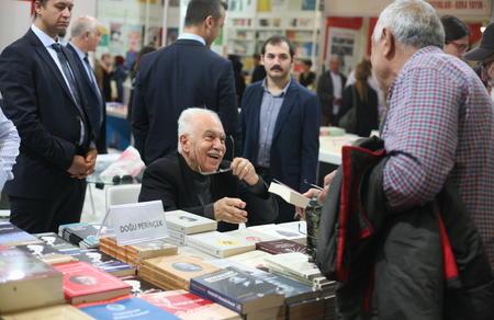 Doğu Perinçek, İstanbul Kitap Fuarında