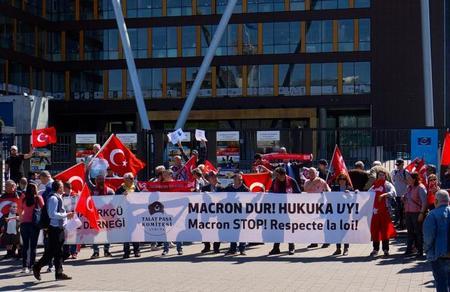 Avrupa'daki Türklerden AİHM önünde '24 Nisan' protestosu: Macron dur, hukuka uy!