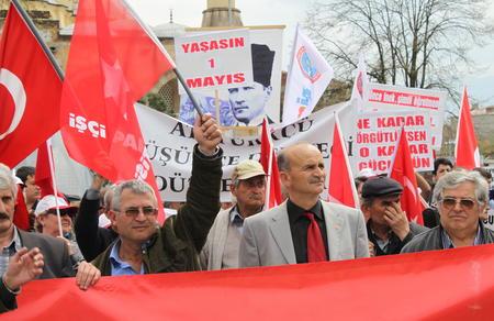 """""""İşçiler vatanını, ekmeğini, haklarını korumak için yürüyecek"""""""
