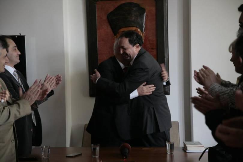 Polat'ın parti rozetini eski Vatan Partisi İstanbul İl Başkanı Erkan Önsel takmıştı.