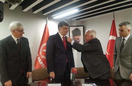 Ekonomist Bülend Kırmacı Vatan Partisi'ne katıldı